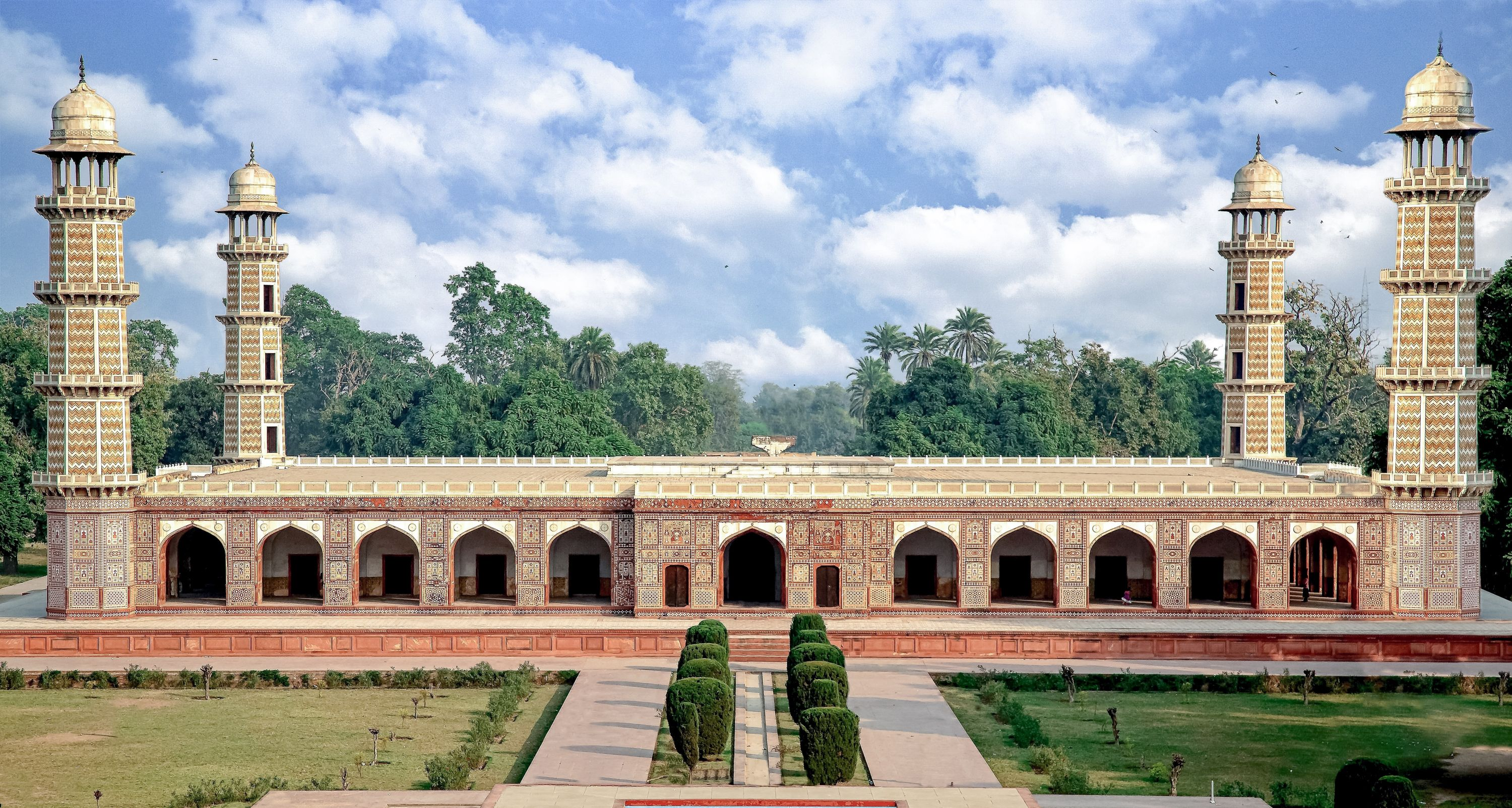 Pakistan, possibly designed by Nurjehan (1577–1645, born Afghanistan), Shahdara, Tomb of Jahangir, 1627–1637, Lahore.